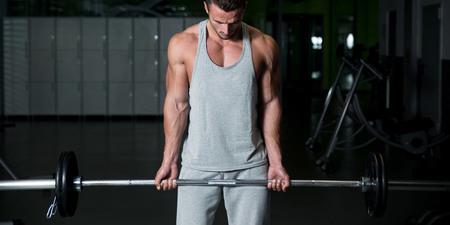testosteron se zvyšuje s vyšší váhou v posilovně