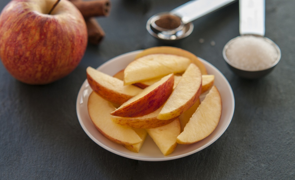 rozkrojené jablko zdroj antioxidantů