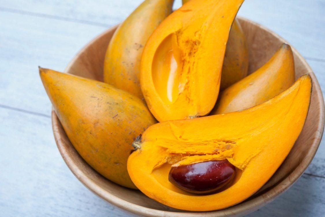 lucuma ovoce žlutá dužina