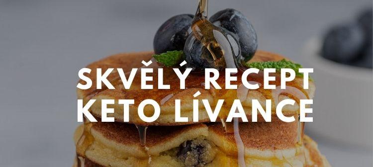 recept na keto lívance s borůvkami a javorovým sirupem