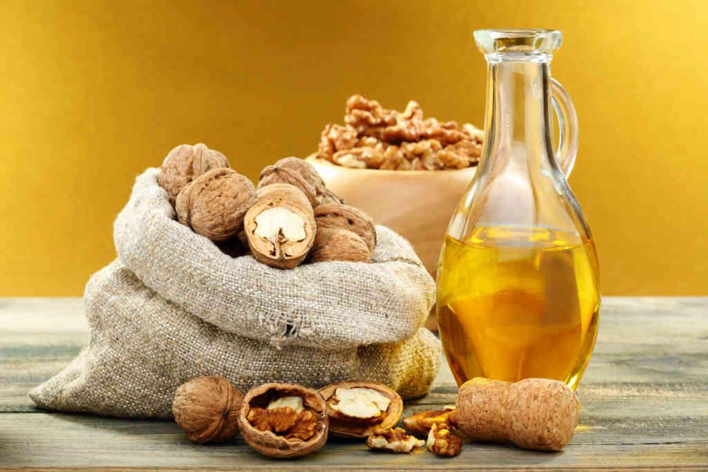 ořechy a olej z ořechů